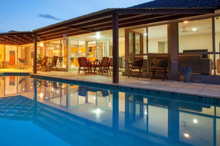 Luxus Pool bauen lassen Kosten